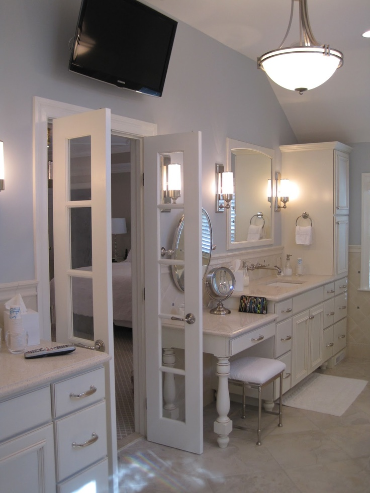 Your best options when choosing a bathroom door type for U shaped bathroom design