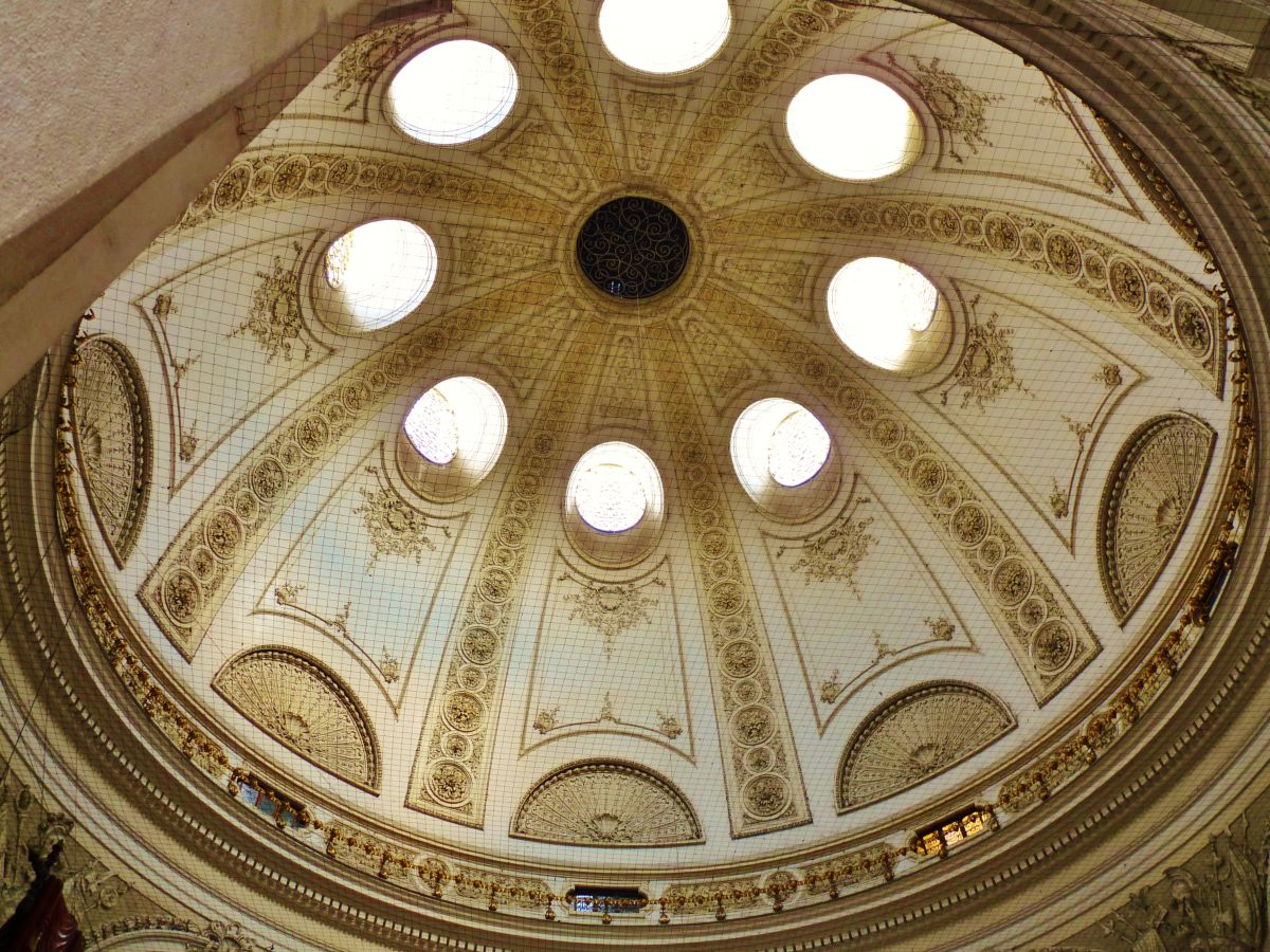 Domes were the first popular vaulted ceiling option : vaulted roofs - memphite.com
