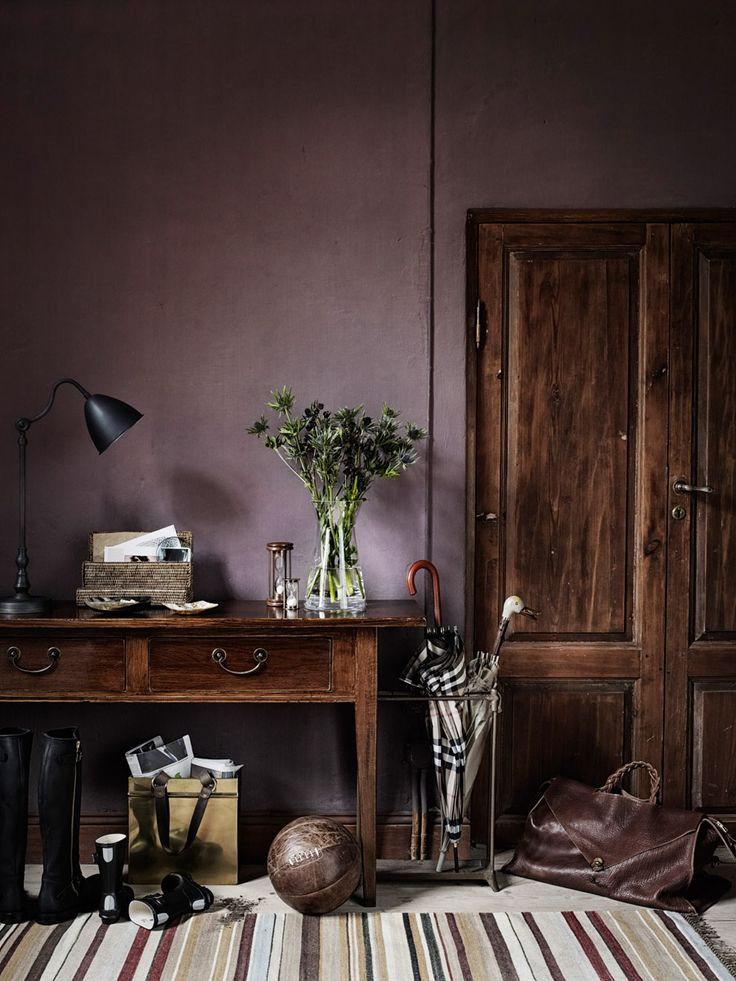 Dusty aubergine wall color