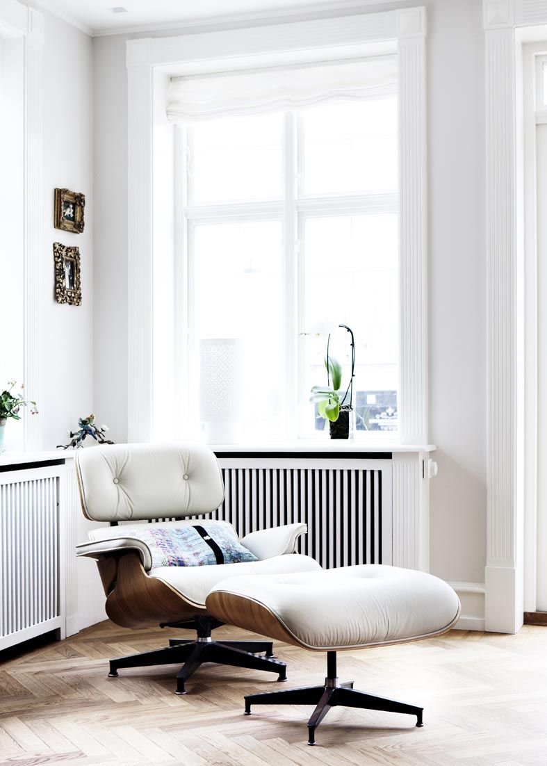 Those who prefer a more traditional space can also successfully include the Eames Lounge Chair in the decor.