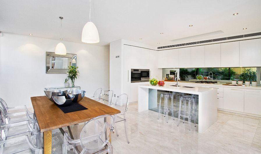 In a minimalist kitchen like this one, ghost chairs and stools are the perfect choice.