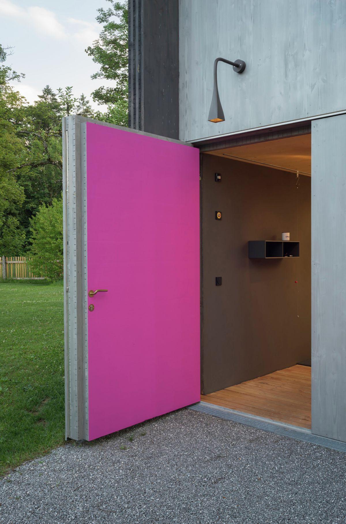 Holzhaus am Auerbach Pink Door Interior