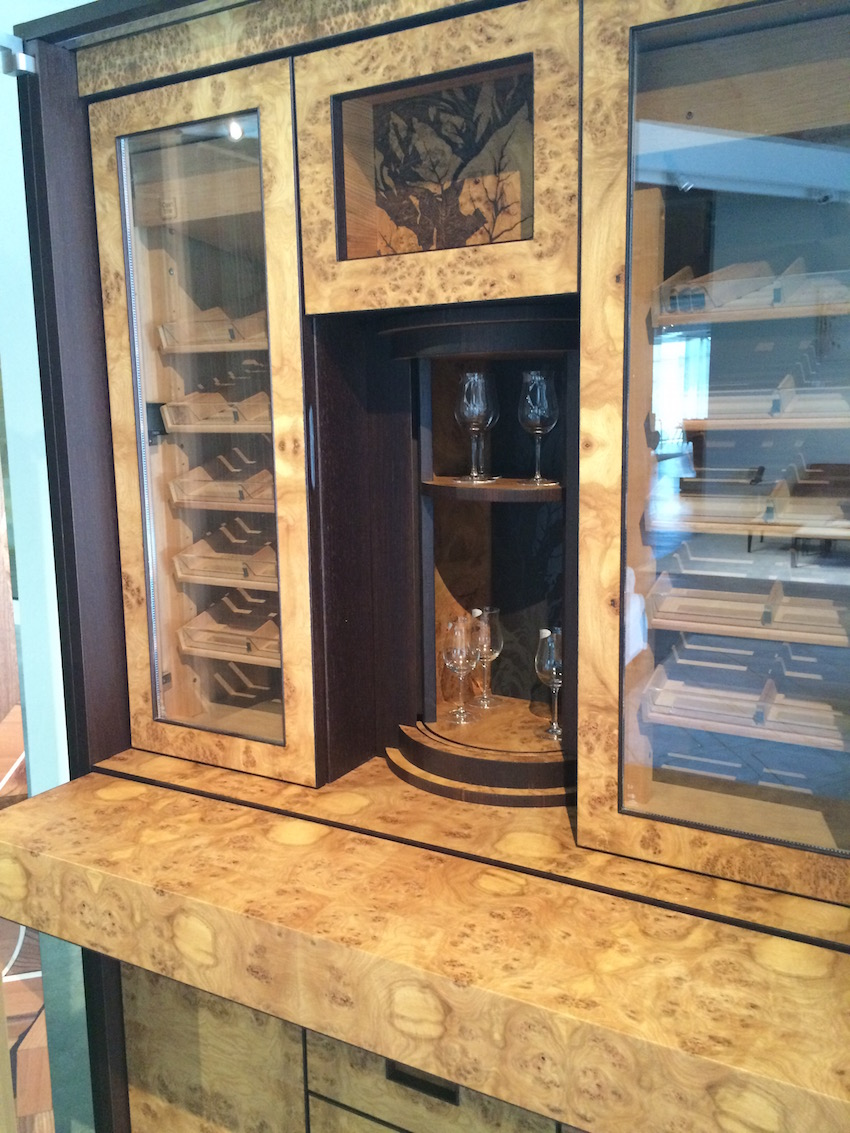 Humidor open bar from side