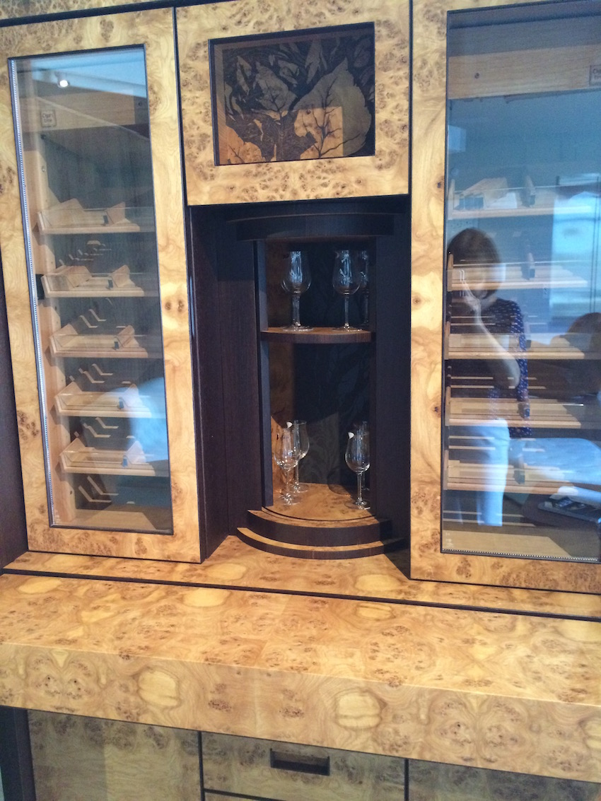 Humidor with bar open