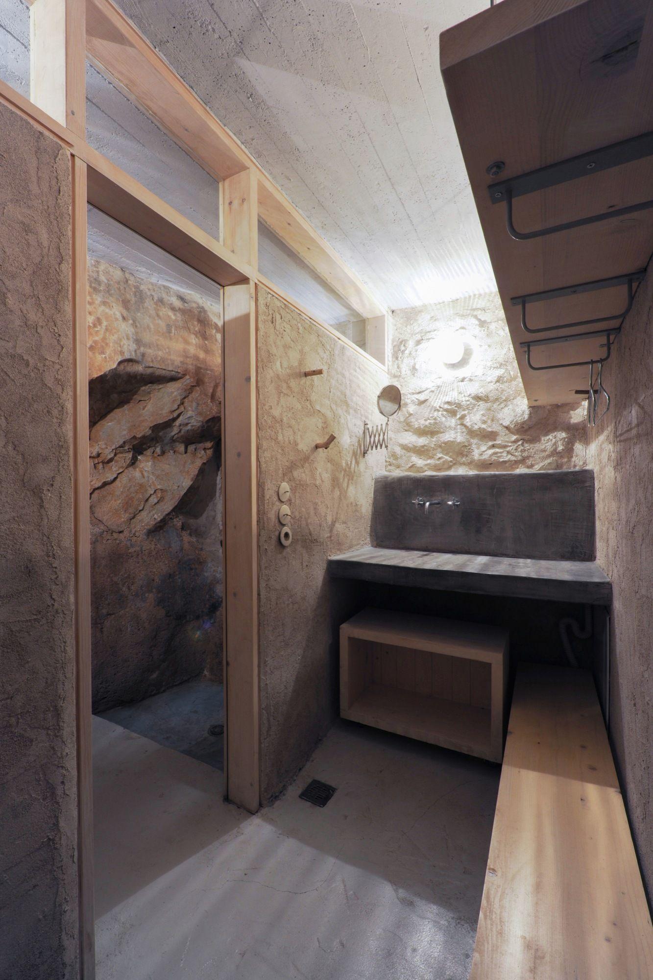 Mani tower house bathroom