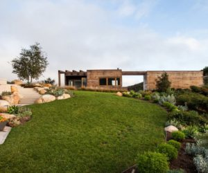 Modern Retreat Gets In Touch With Nature Using Three Courtyards