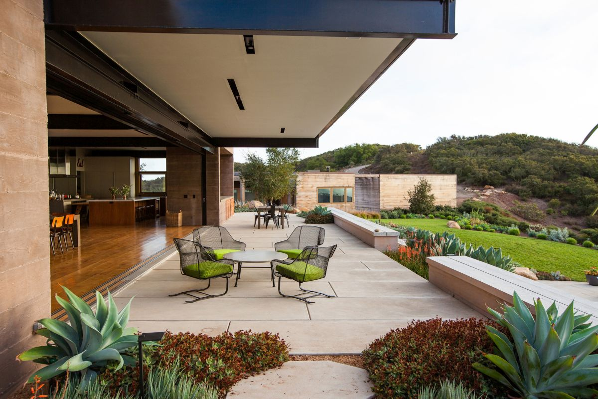 Modern Santa Barbara retreat terrace and outdoor dining