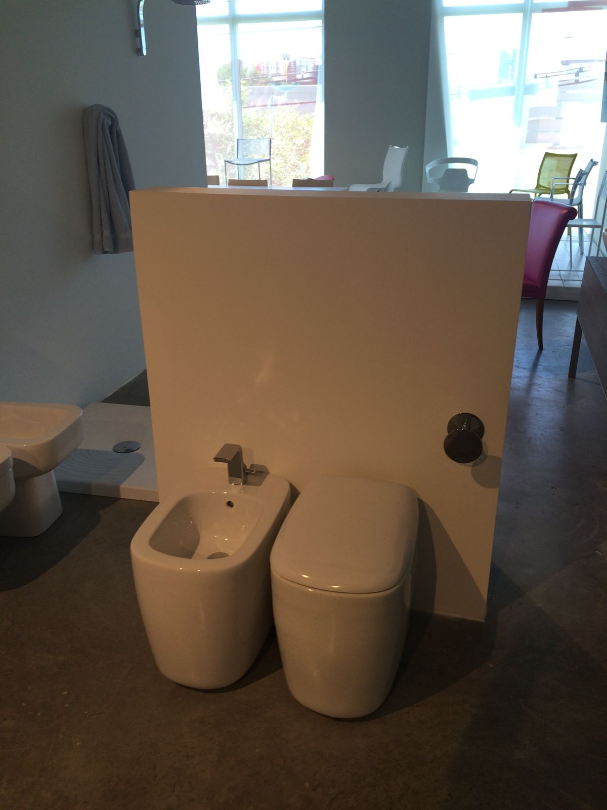 Modern toilet and bidet design