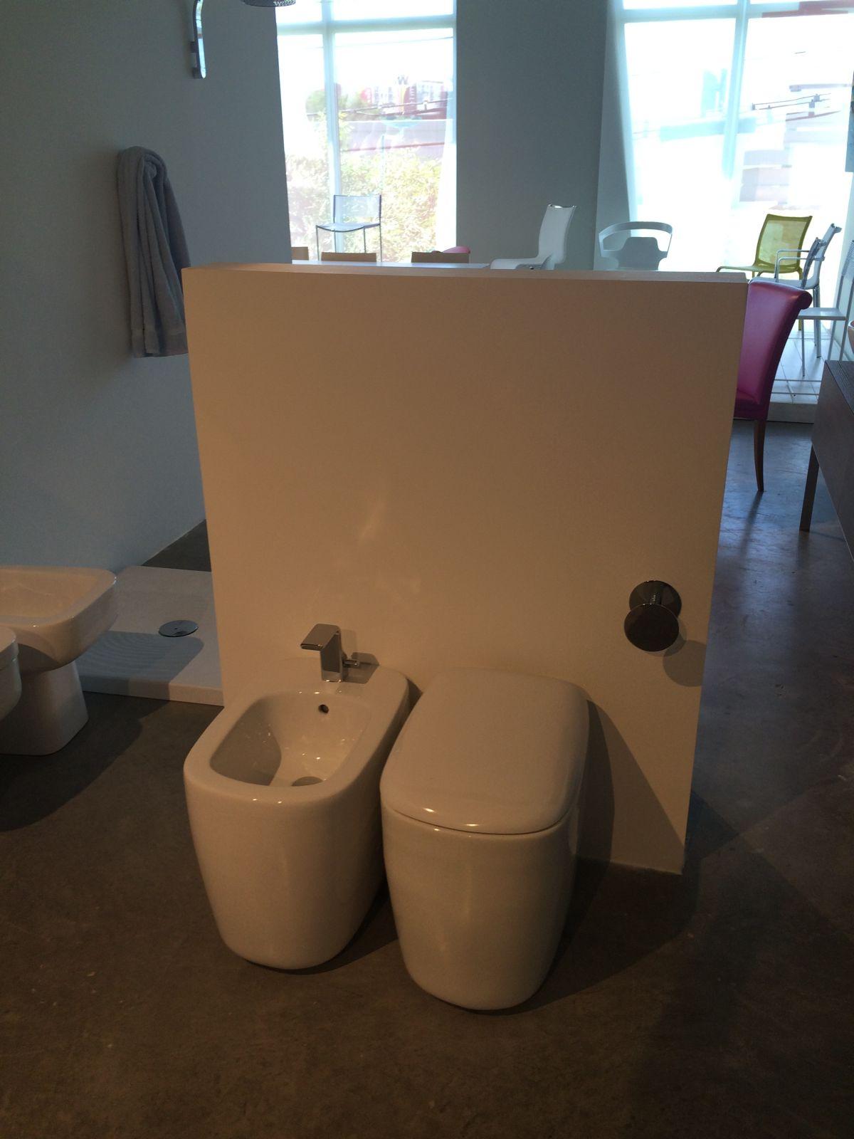Modern toilet and bidet design