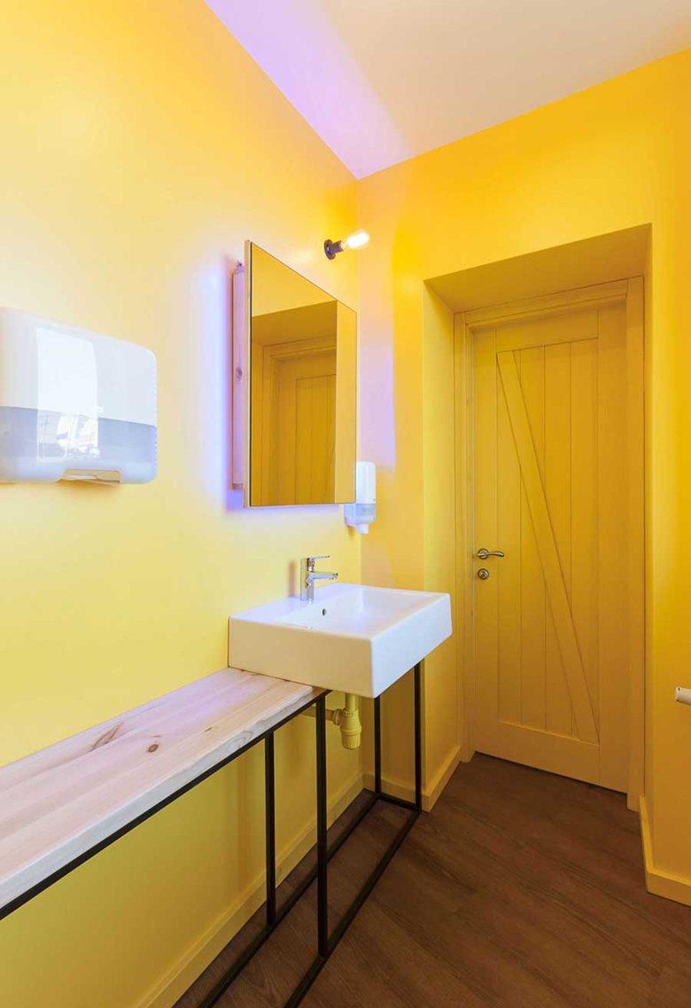 Penka coffee bar bathroom door