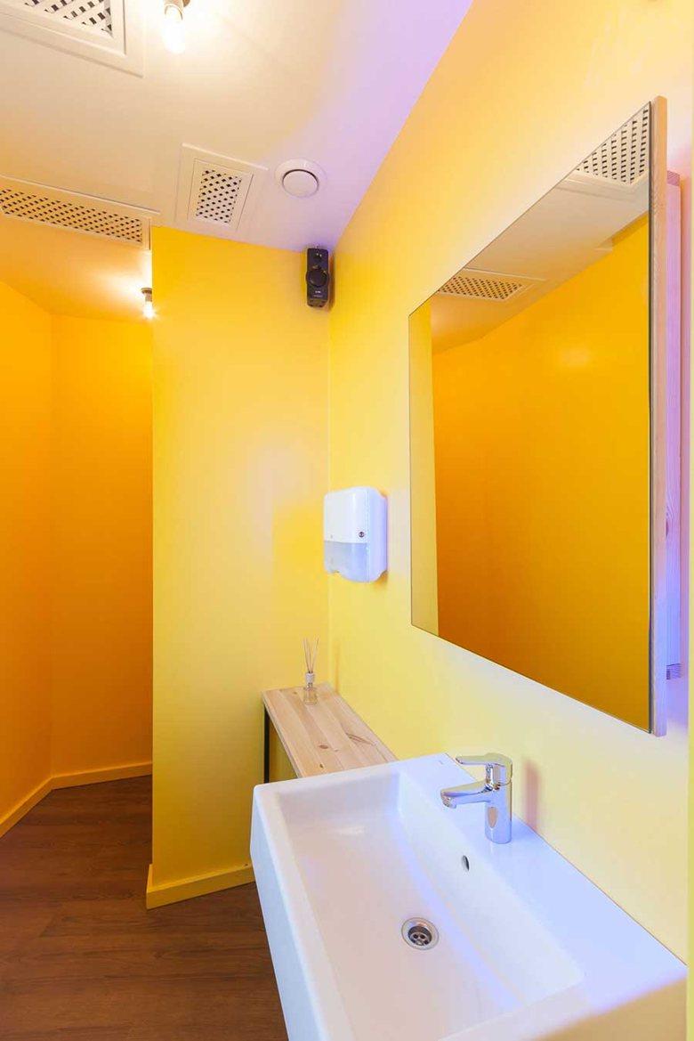 Penka coffee bar bathroom spaciousness