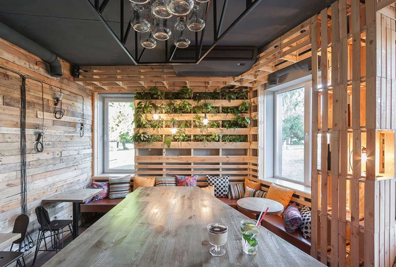 Penka coffee bar vertical planter