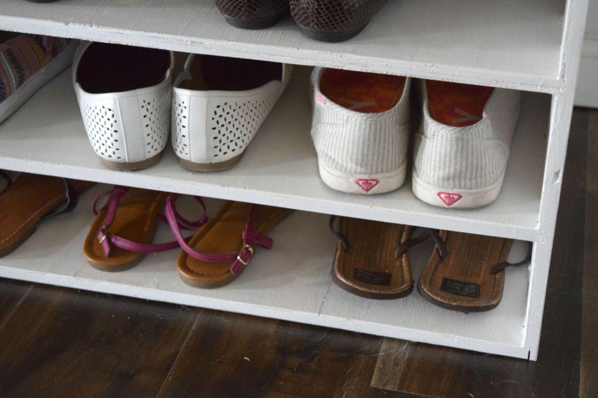Shoe rack details