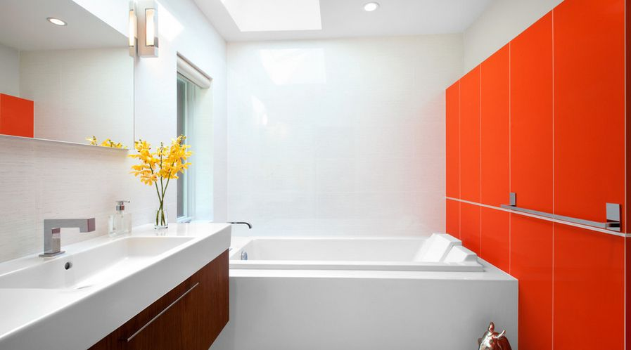 Strong shade of orange for bathroom