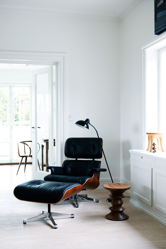 The Eames Lounge Chair Iconic Comfortable And Versatile - Charles eames lounge chair