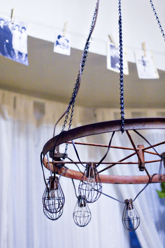 Wagon wheel chandelier diy chandeliers that will light up your day Connecting a Wire Chandelier at nearapp.co
