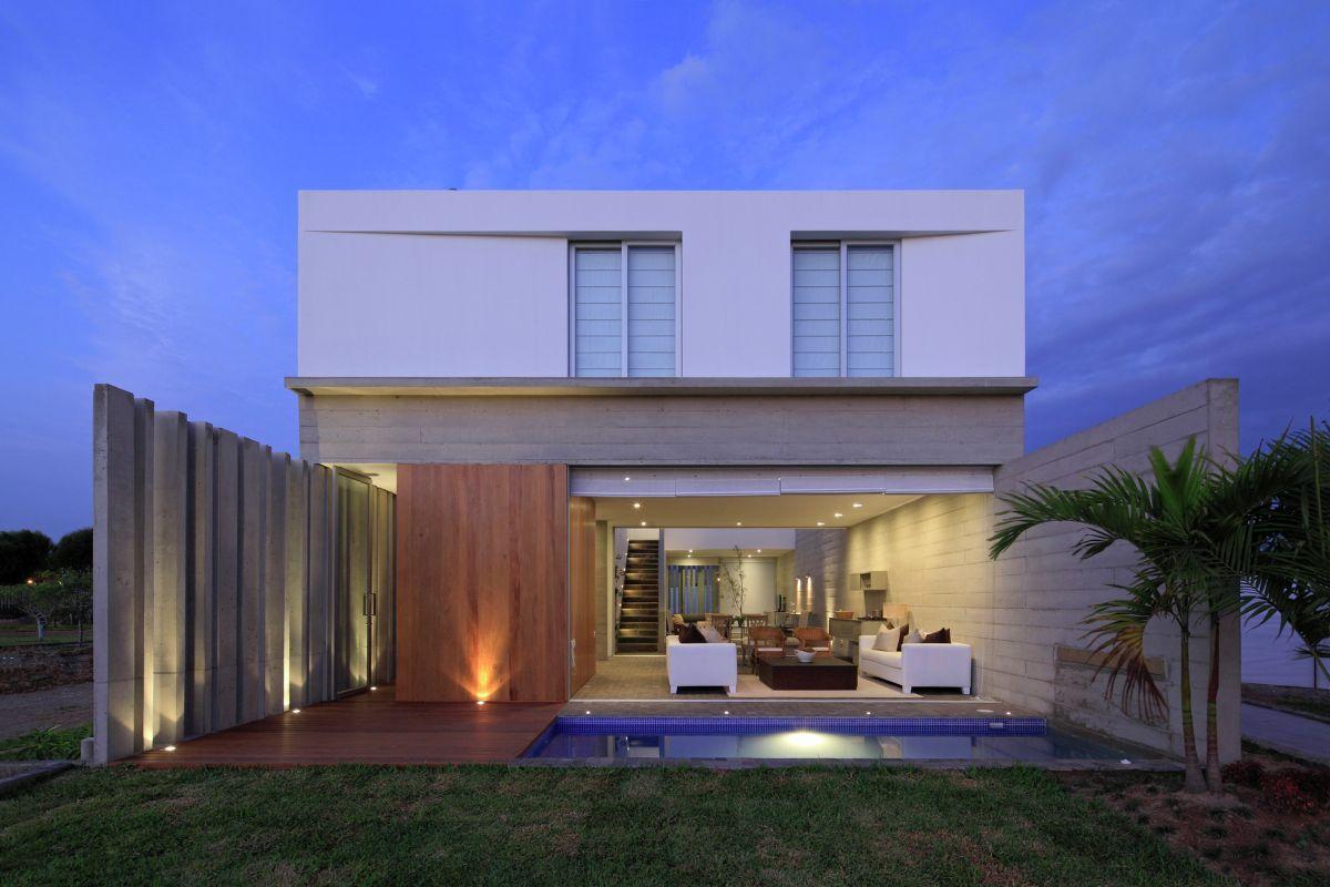Contemporary La Isla House Design