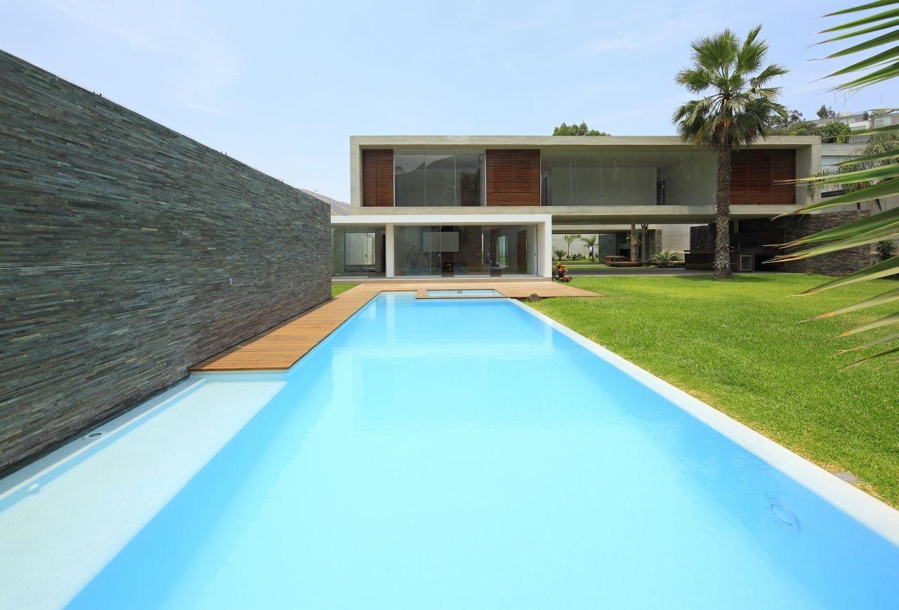 Contemporary La Planicie House