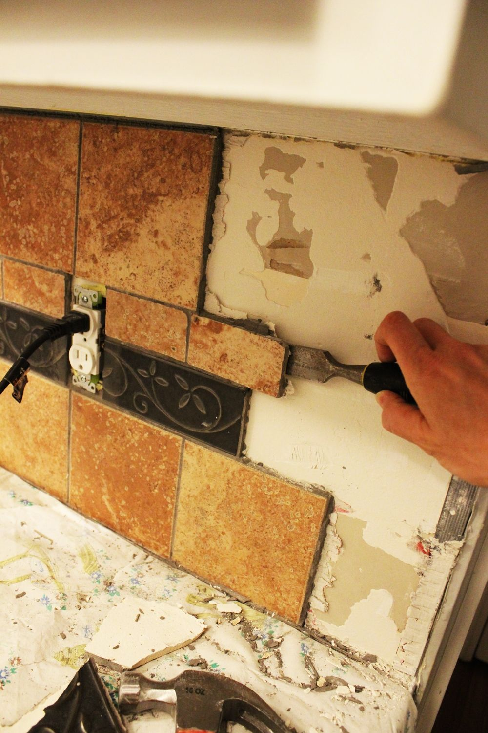 How to remove a kitchen tile backsplash continue removing tile by tile dailygadgetfo Image collections