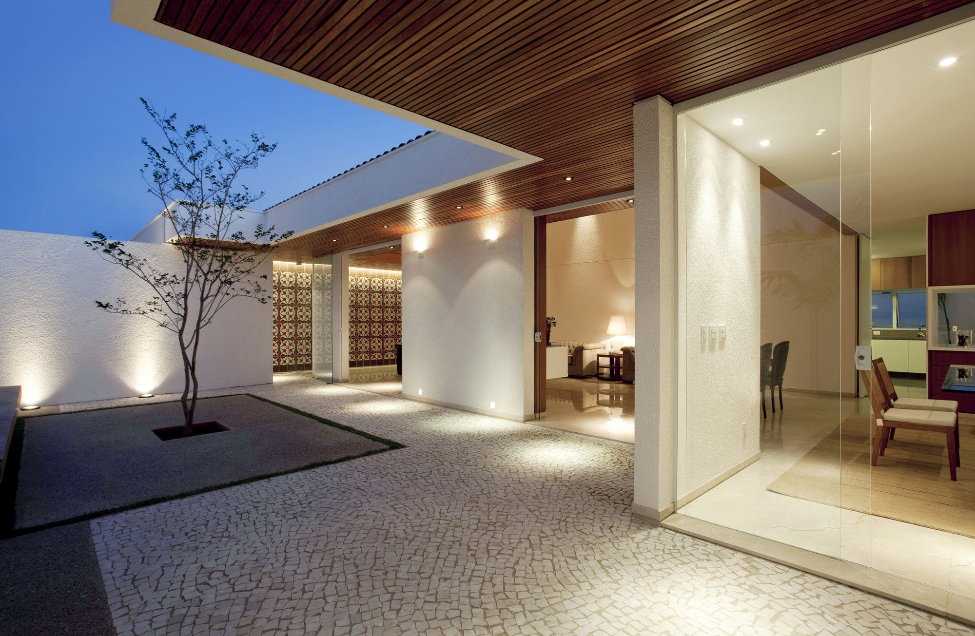 Courtyard Gedda House By Mustafá Bucar Arquitetura