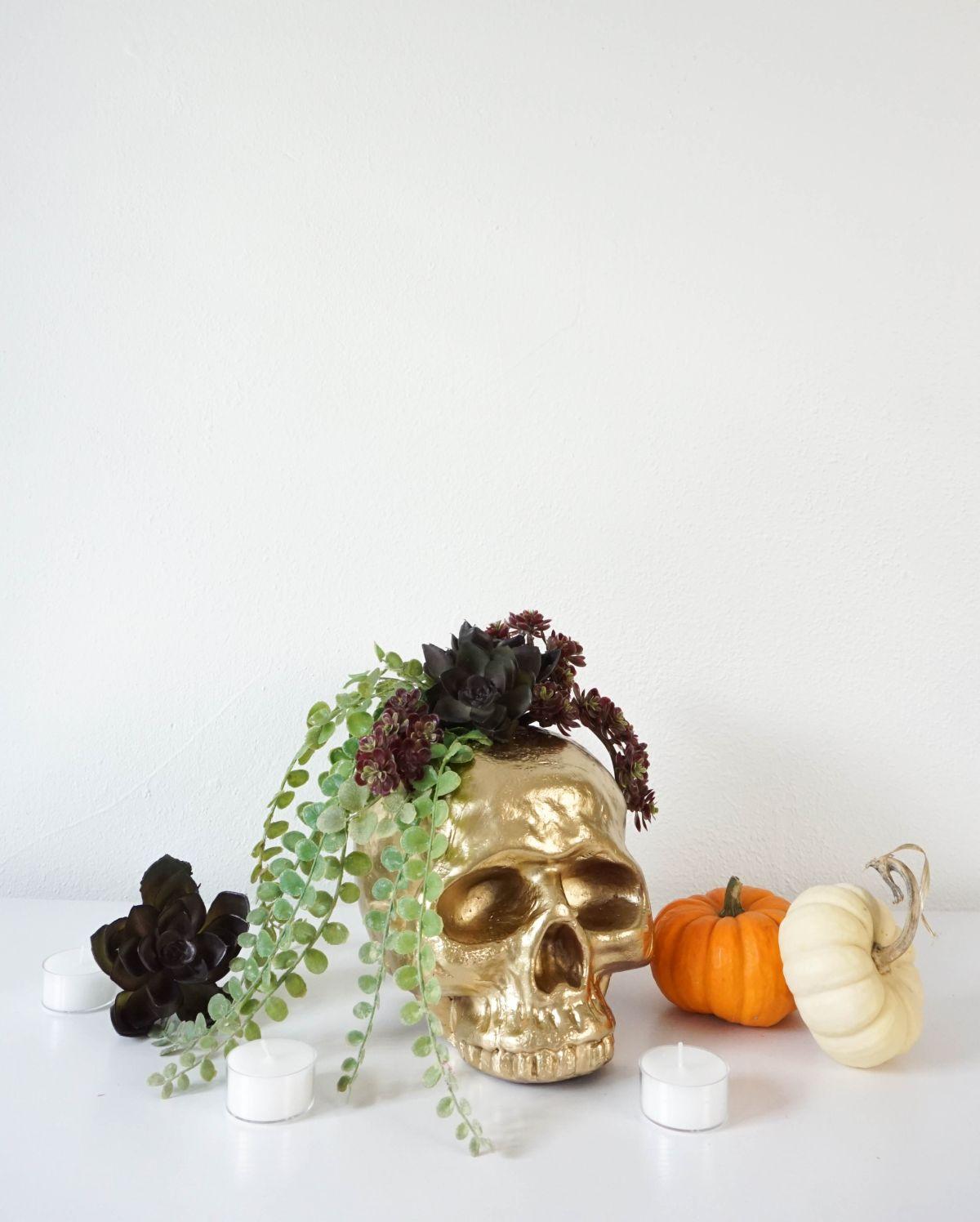 DIY Gilded Skull Vase - Centerpiece for Halloween