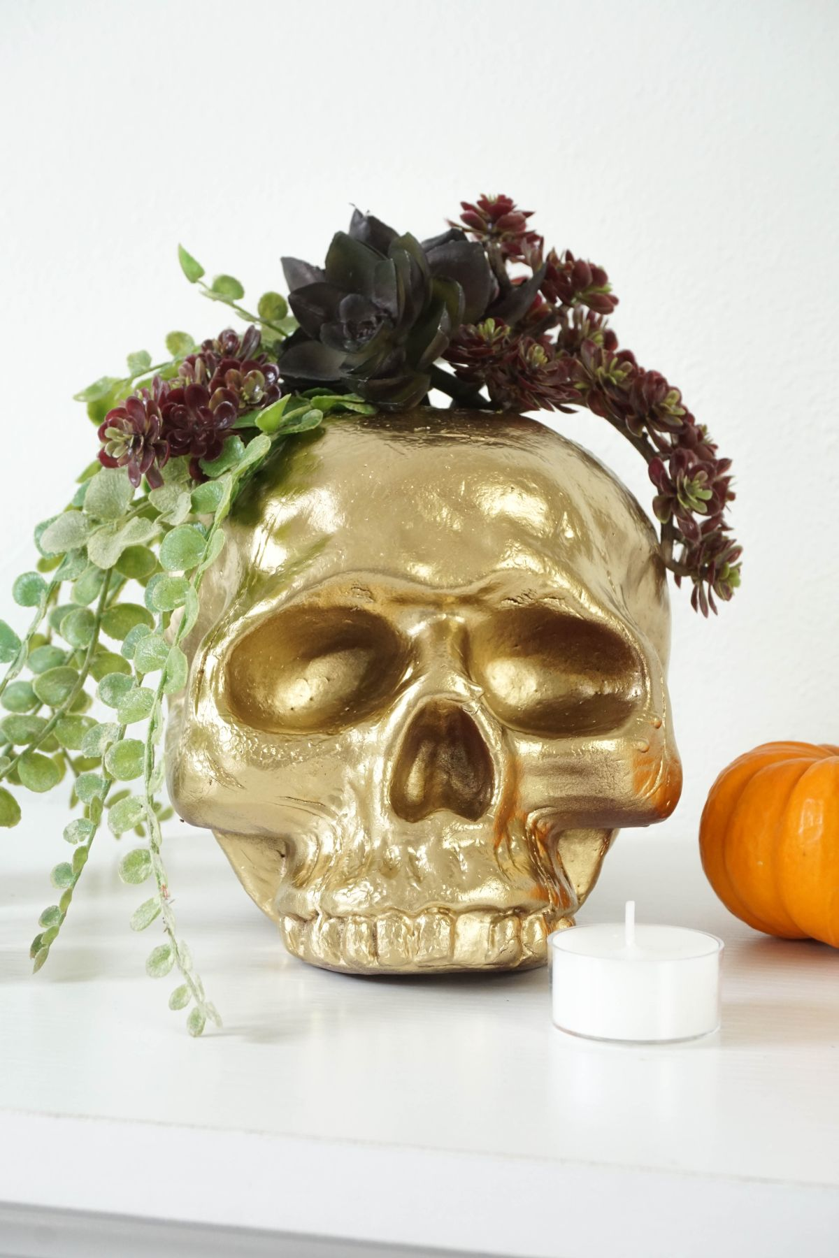 DIY Gilded Skull Vase - Decorate