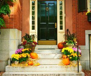 80 Spooky, Fun And Cute DIY Halloween Decorations