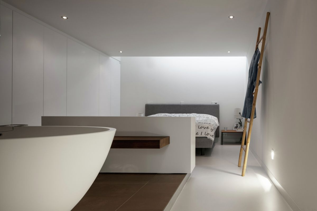 Floating Amsterdam home bedroom on basement level