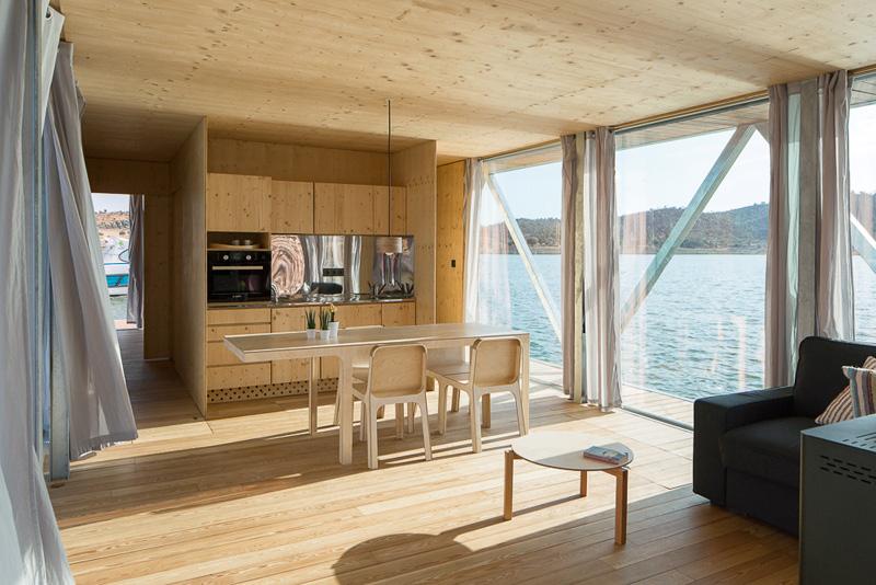 Floatwing interior social area