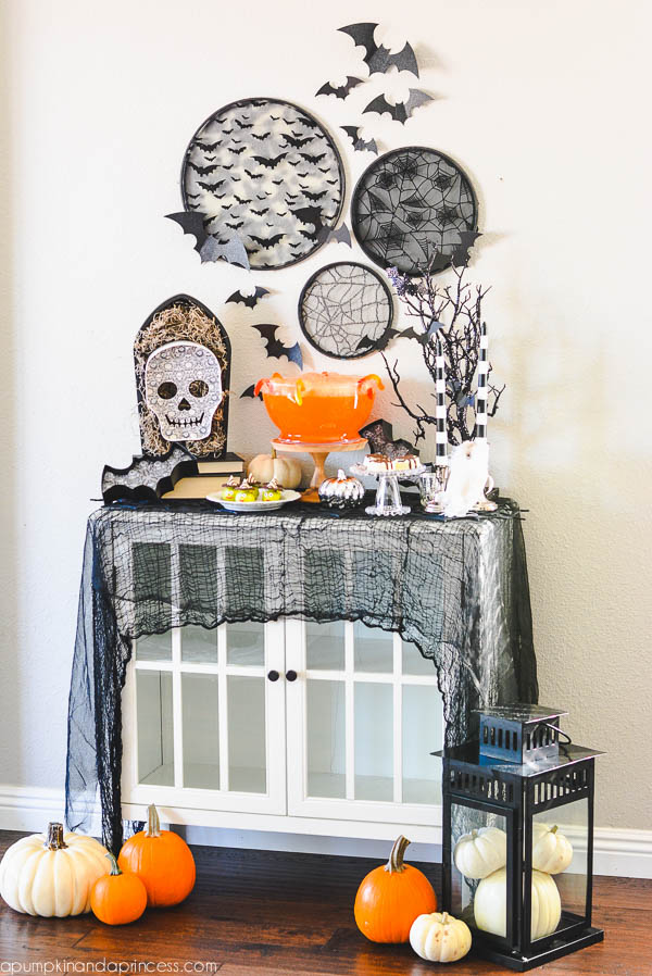Halloween party tablescape decor