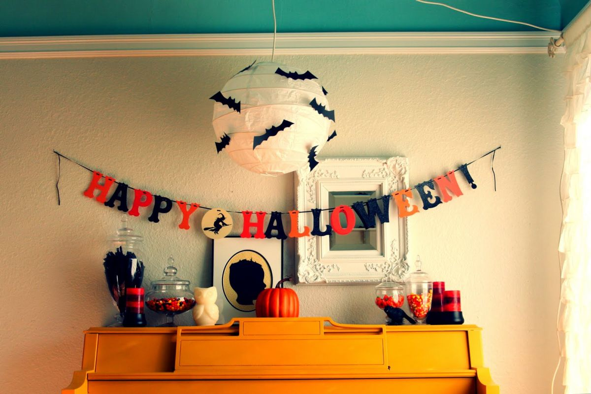 50 spooky fun and cute diy halloween decorations. Black Bedroom Furniture Sets. Home Design Ideas
