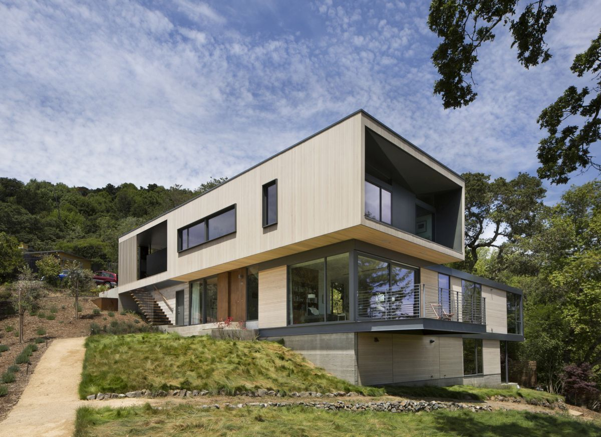 15 hillside homes that know how to embrace the landscape for Steep hillside house plans