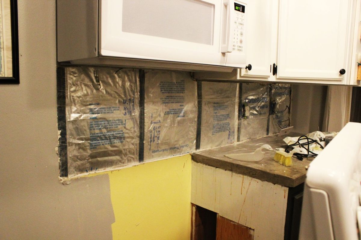 Insulation behind the backsplash