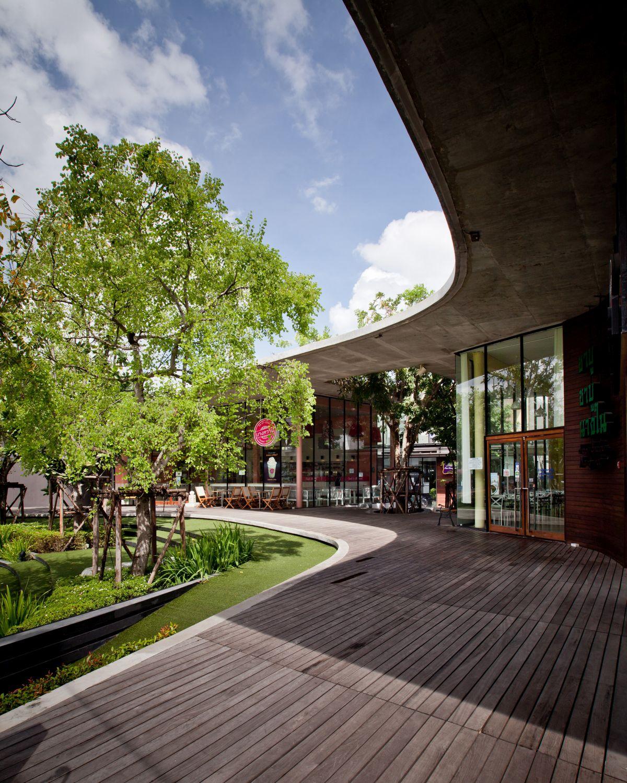 Kurve-7-community-mall-Courtyard