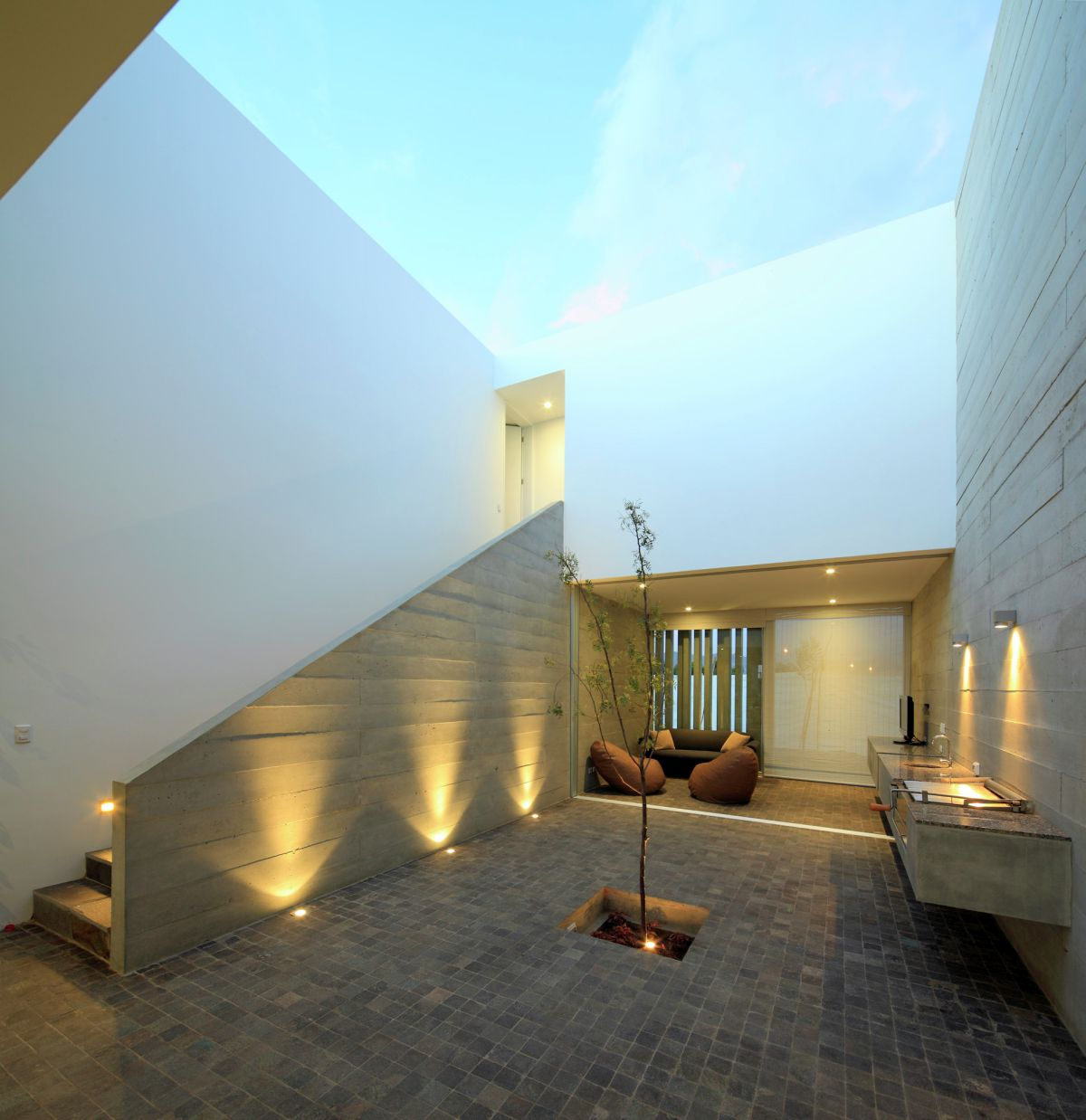 La Isla House Courtyard Design