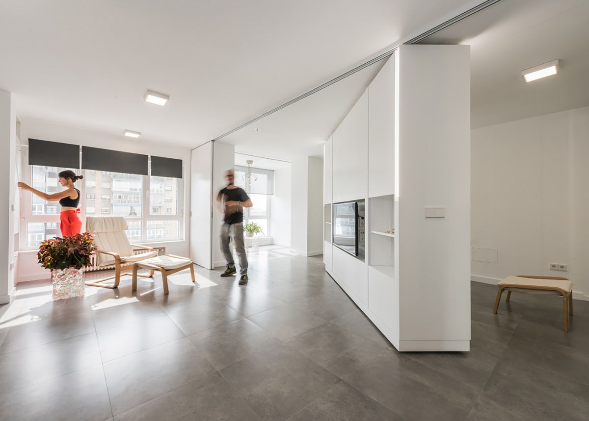 Walls On Wheels Maximize Space Flexibility In The MJE House