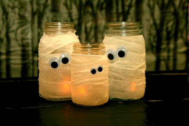 Mason jar into a mummy for Halloween