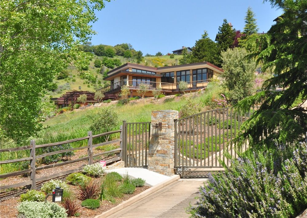 15 hillside homes that know how to embrace the landscape for Garden design mill valley