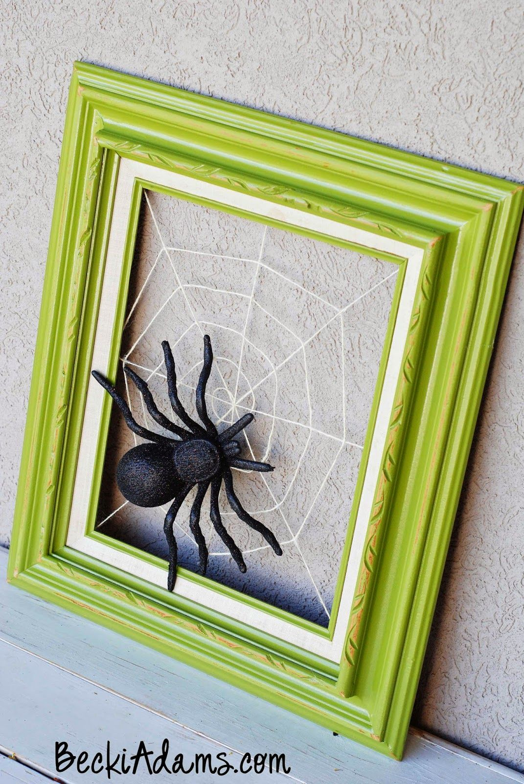 Picture frame spider web DIY