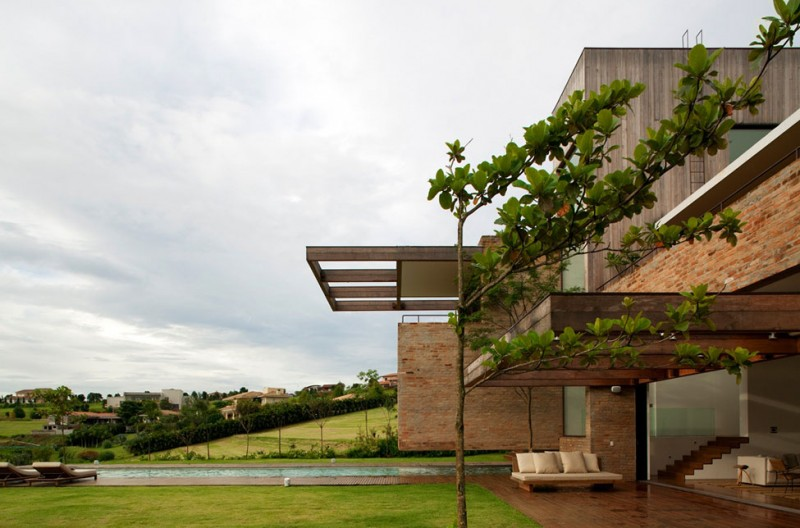 Quinta da Baronesa house pool cantilevered trampoline