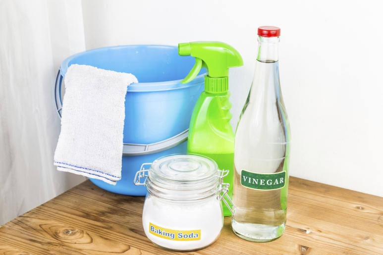 Shower cleaning - baking soda in combination with the vinegar