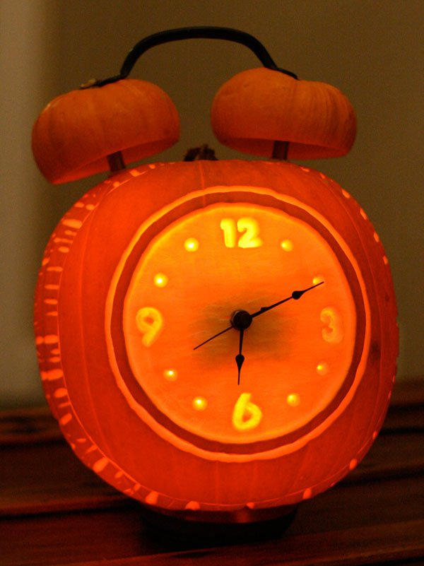 Turn the Carved Halloween pumpkin into a clock