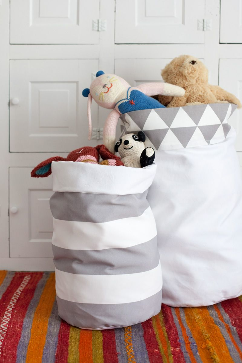 Tutorial to make a reversible fabric storage bins