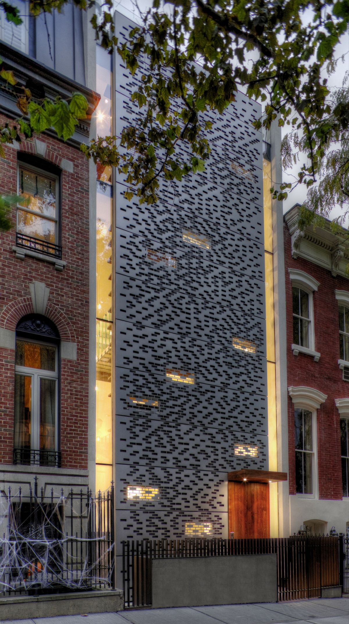 Urban townhouse design with a metalic perforated facade