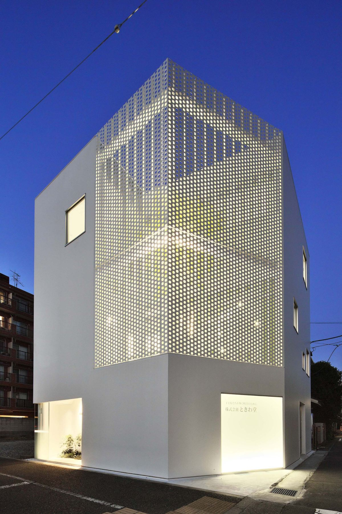 Perforated building facades that redefine traditional design for Facade exterieur