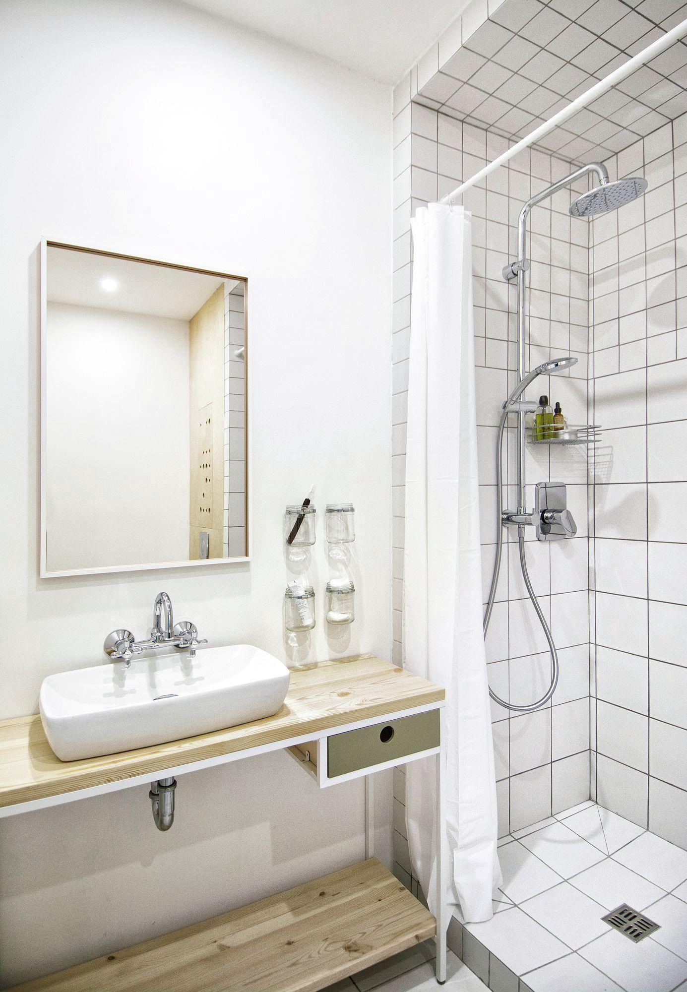 eclectic apartment in St. Petersburg bathroom design