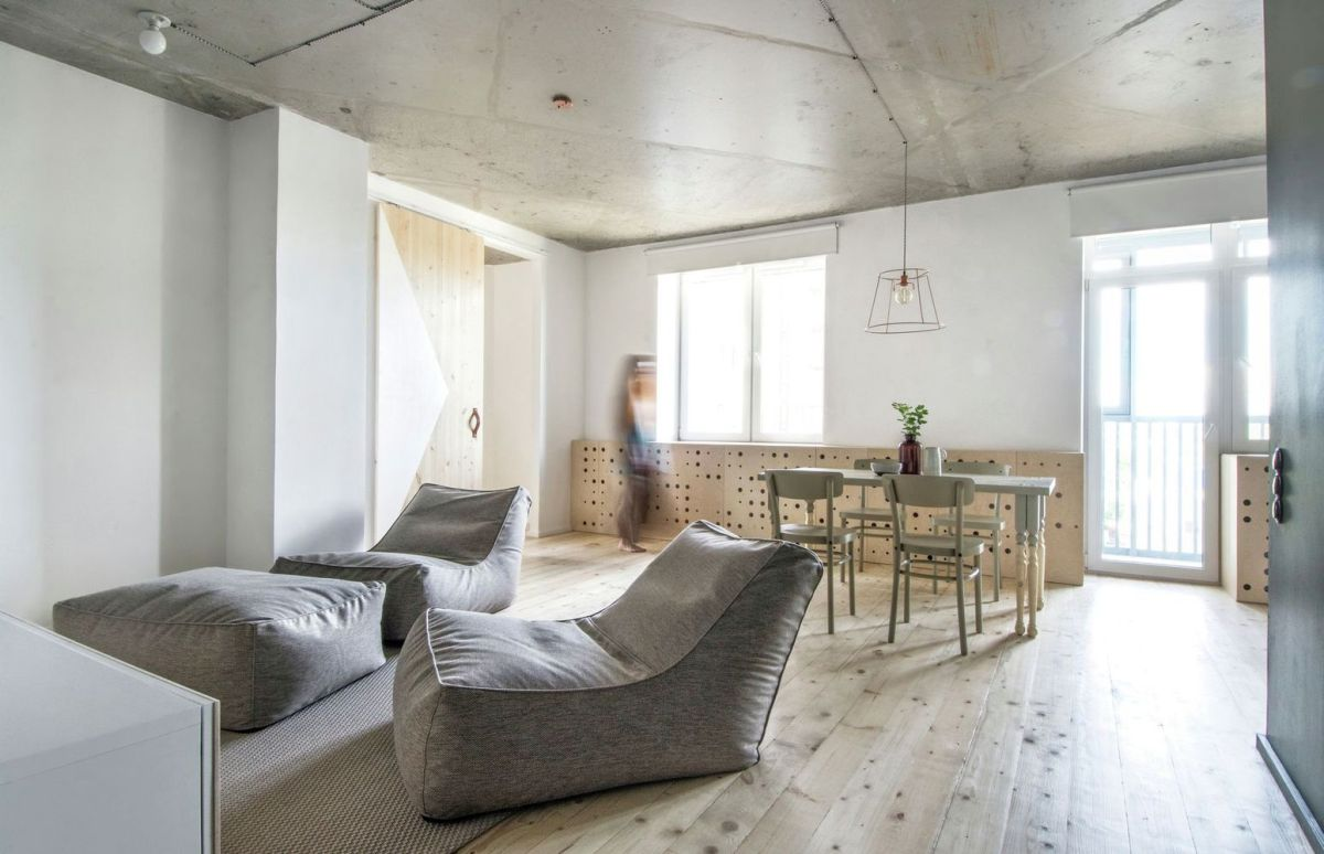 Eclectic apartment gives new functions to simple designs for Appartamento design per la casa