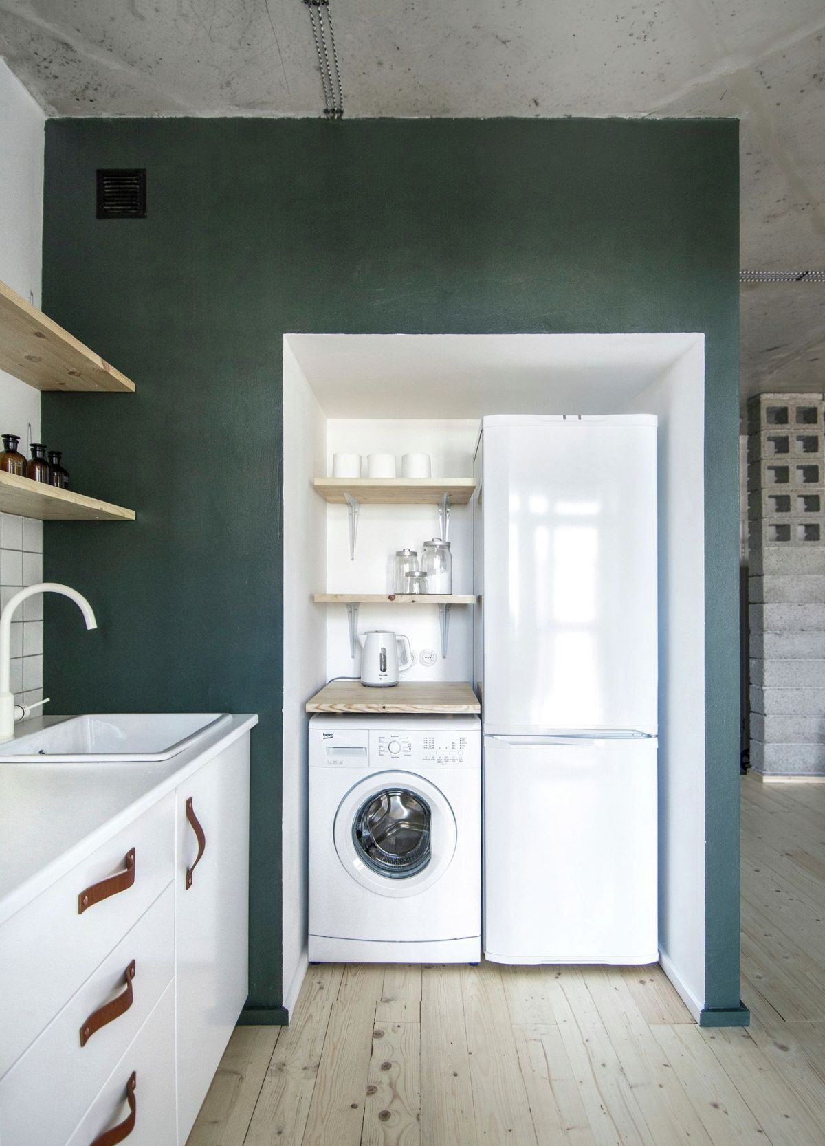 eclectic apartment in St. Petersburg laundry area