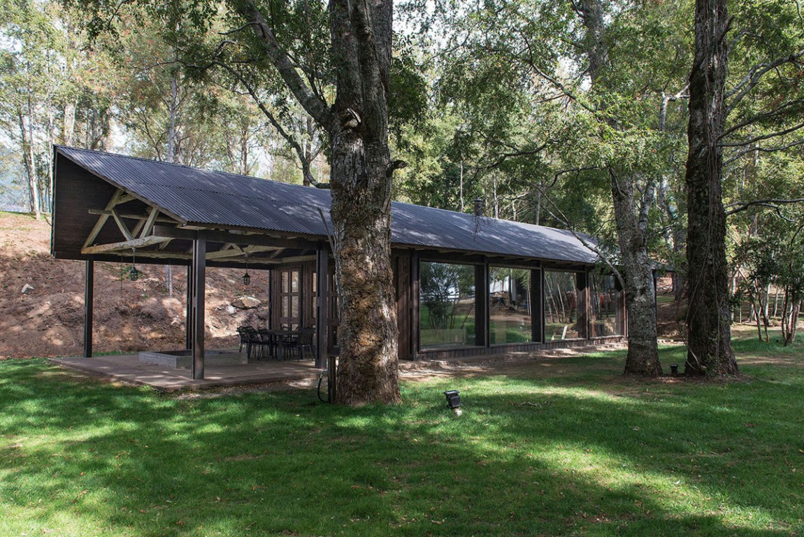 summerhouse in Chile with terrace and glass walls