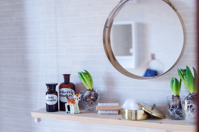 Bathroom hanging shelf